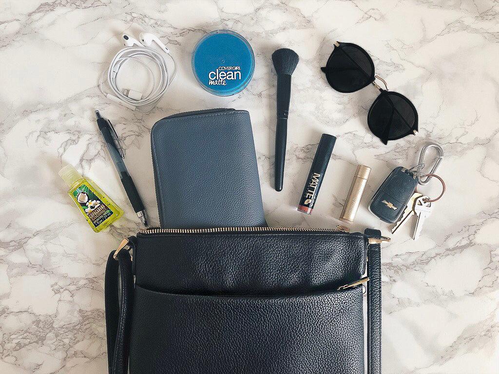 essentials-i-keep-in-my-handbag